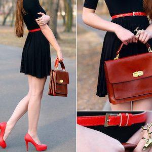 Обувь, сумка и ремень должны быть красного цвета