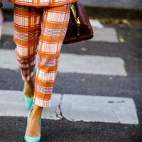 Как подобрать цвет обуви к любой одежде этим летом