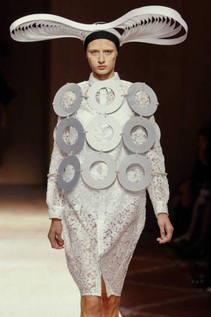 Почему дизайнеры создают вещи, которые невозможно носить