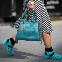 Видео-урок: как носить носки и босоножки этим летом