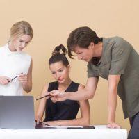 Как устроиться на работу дизайнером одежды в компанию после обучения на курсе