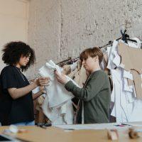 Сложно ли найти работу дизайнером одежды?