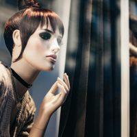 4 необычные идеи оформления витрины магазина